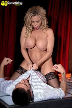 Busty HORNY HOUSEWIFE stripper Amber Lynn offers extras